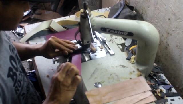 proses pembuatan tas kulit